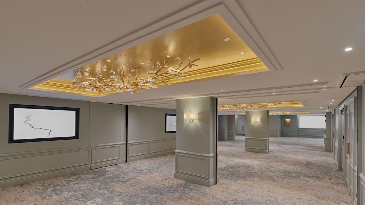 Boardroom set up with projector in Spencer meeting room at Hyatt Regency London The Churchill
