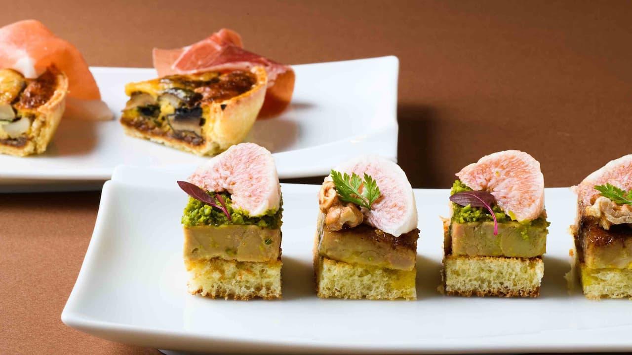 Hyatt Regency Hakone Resort & Spa| Living Room Autumn Appetizer