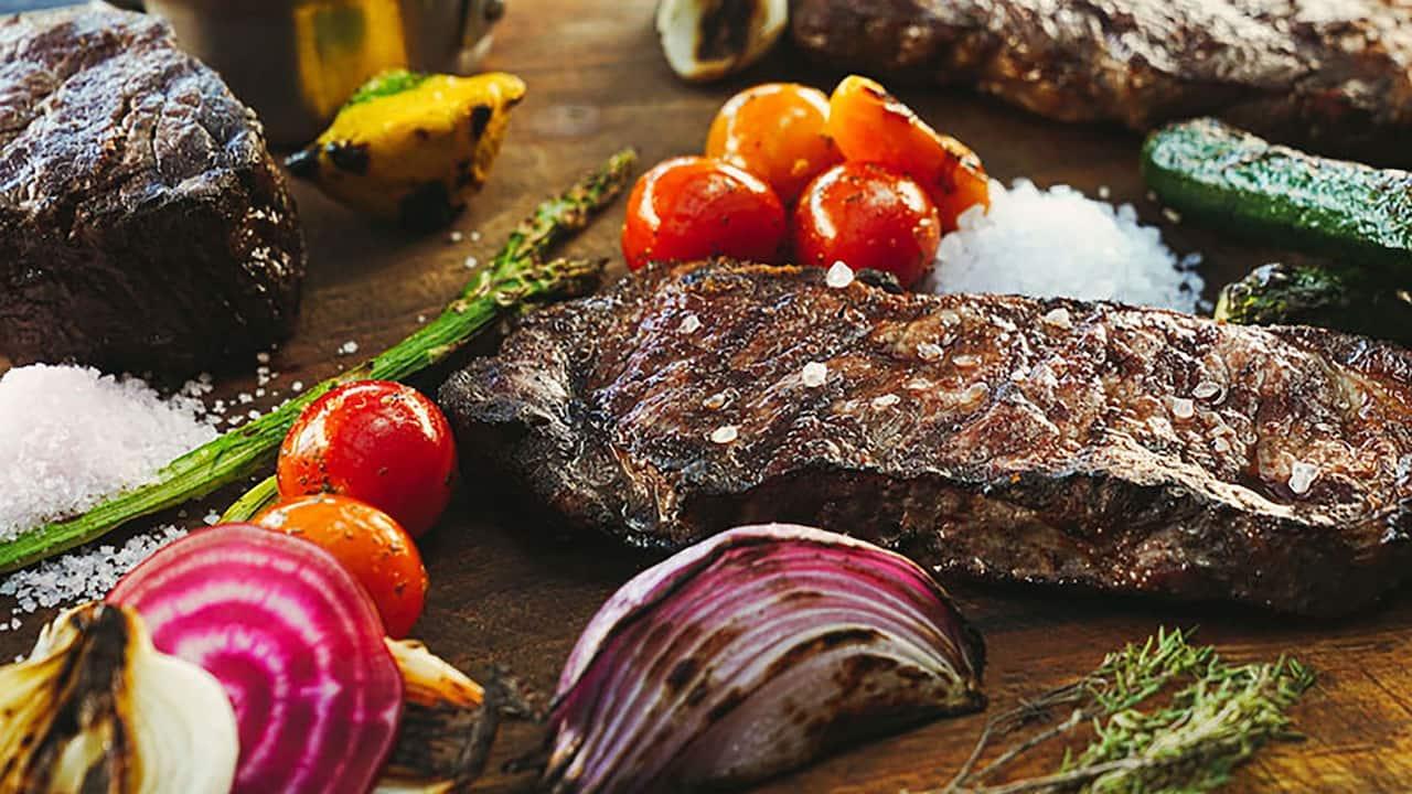 CUNPC_P0742 The Grill Steak Veggies
