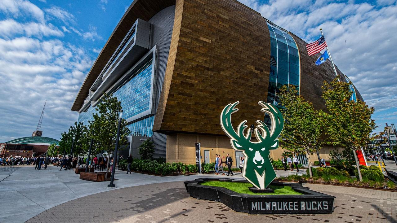 Milwaukee Bucks Basketball in Milwaukee   Hyatt Regency Milwaukee