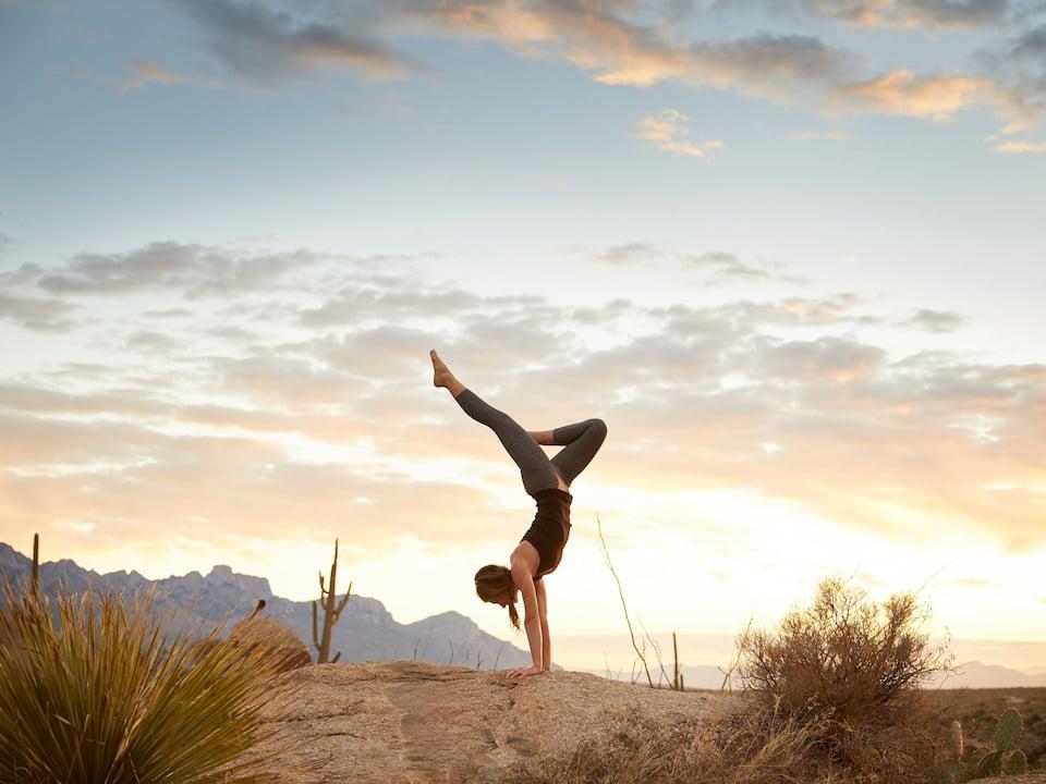 TUSOB_P0021 Woman Yoga Pose