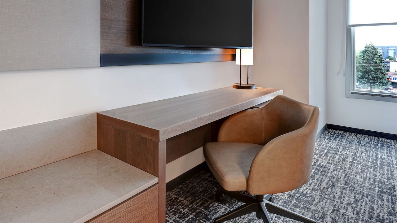 Hyatt Place Standard Desk