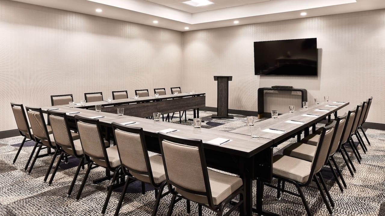 U-Shaped Meeting Layout